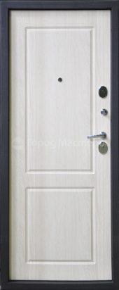 Входная дверь белая
